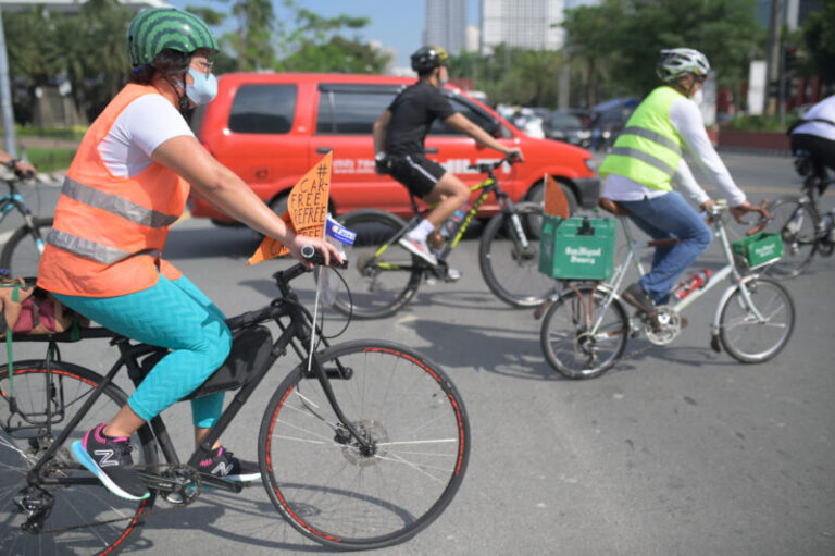 Cyclists are riding across Metro Manila today for #SabaySaBike, in celebration of World Car Free Day. They are calling for more protected bike lanes and encouraging commuters to biking as an important mode of transportation during THE pandemic.